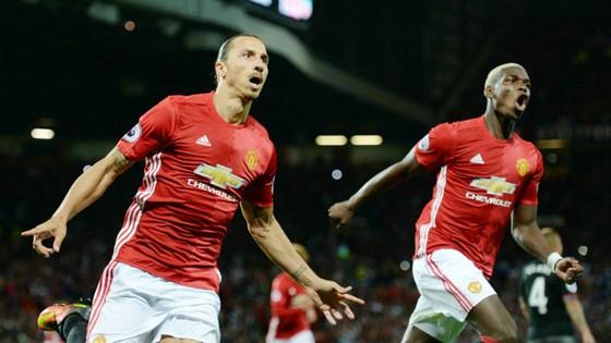 Zlatan Ibrahimovic (trái) và Paul Pogba cùng lúc trở lại là tin vui với Man.United. Ảnh: Getty Images