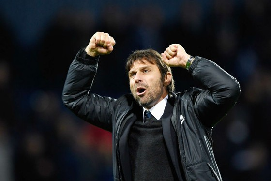 HLV Antonio Conte tin tưởng những thay đổi sẽ giúp Chelsea ổn định. Ảnh: Getty Images