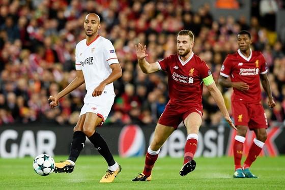 Liverpool (đỏ) sẽ gặp khó trước Sevilla. Ảnh: Getty Images