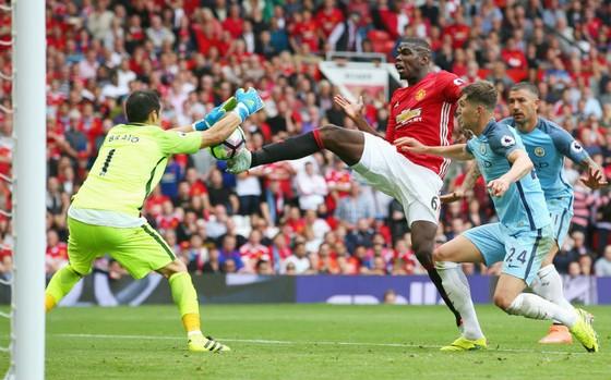 Paul Pogba không thể góp mặt ở trận derby Manchester vào cuối tuần này. Ảnh: Getty Images