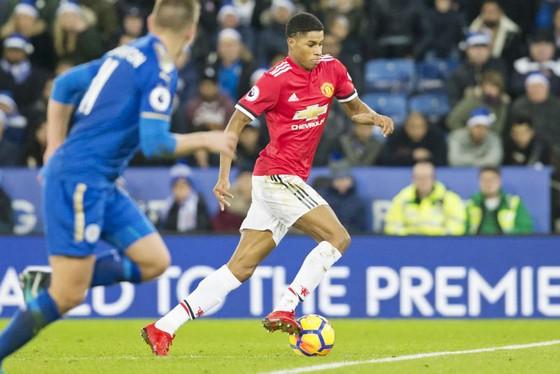 """Những """"đứa trẻ"""" như Marcus Rashford (phải) tiếp tục khiến Man.United trả giá. Ảnh: Getty Images"""