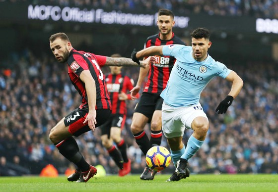 Sergio Aguero (phải) đã tỏa sáng để giúp Man.City đè bẹp Bournemouth. Ảnh: Getty Images