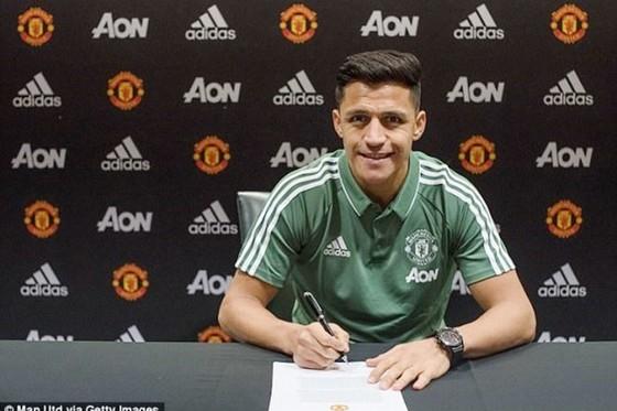 Mourinho chính thức ký hợp đồng mới ảnh 1