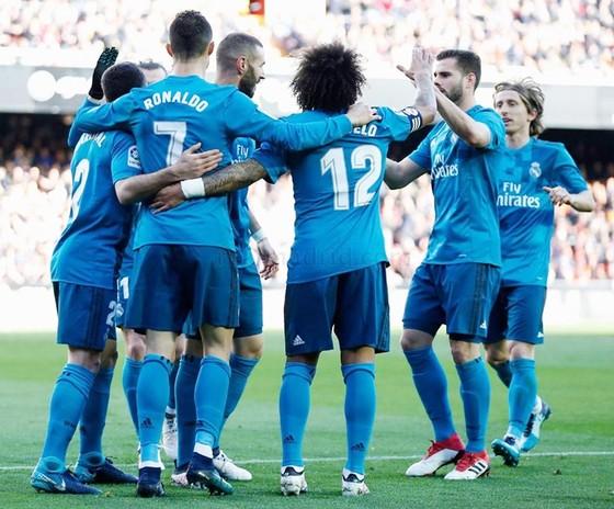 Ronaldo chói sáng giúp Real có chiến thắng trước Valencia. Ảnh: Getty Images