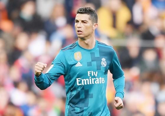 Ronaldo sẽ được Real tăng lương. Ảnh: Getty Images