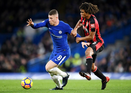 Ross Barkley (trái) trong trận gặp Bournemouth. Ảnh: Getty Images