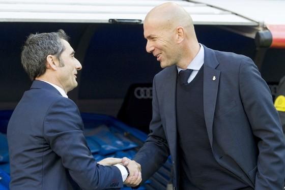 Valverde (trái) tỏ ra vượt trội hơn Zidane ở mùa này.Ảnh: Getty Images