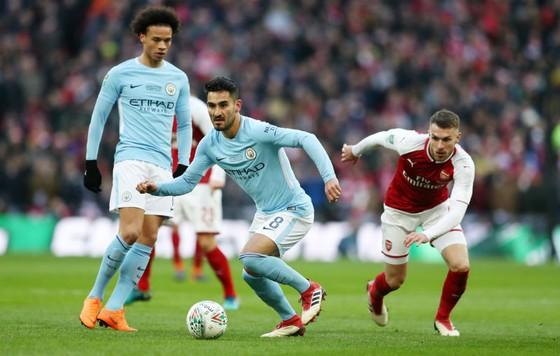 Ilkay Gundogan (giữa) lo ngại về màn tái đấu Arsenal sau 4 ngày. Ảnh: Getty Images