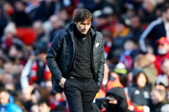 Dáng vẻ thất vọng của HLV Antonio Conte sau thất bại tại Man.United. Ảnh: Getty Images