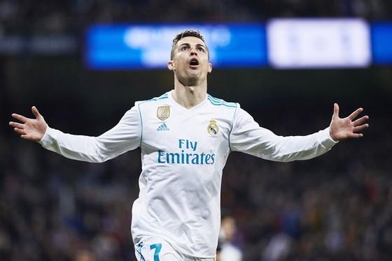 Ronaldo phải chăng đã nghĩ đến chuyện chuyển sang Trung Quốc? Ảnh: Getty Images