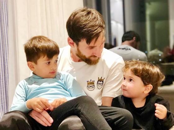 Messi không chỉ giỏi trên sân, mà còn là người chồng người cha tốt khi ở nhà. Ảnh: Facebook nhân vật.