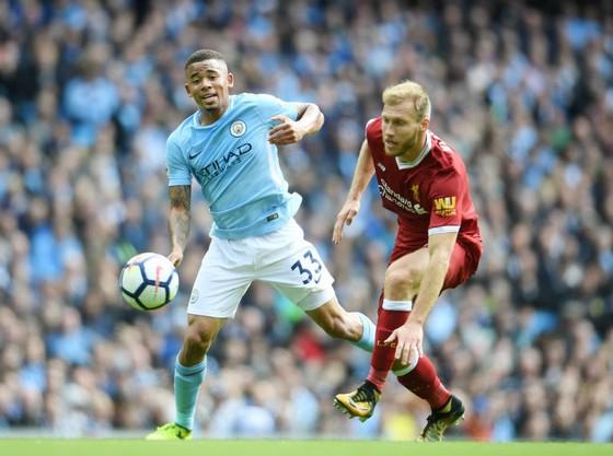 Gabriel Jesus (trái, Man.City) từng ghi bàn vào lưới Liverpool ở mùa này. Ảnh: Getty Images