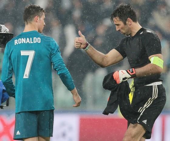 Ronaldo khiến Buffon phải thán phục.  Ảnh: Getty Images