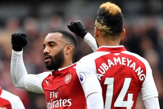 Phong độ của Lacazette trong mùa giải đầu tiên khoác áo Arsenal là tương đối tốt. Ảnh: The Metro