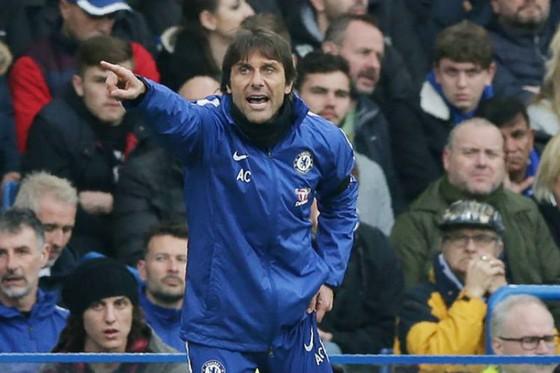 HLV Antonio Conte dường như đã không thể vực dậy Chelsea. Ảnh: Getty Images