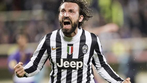 Trong màu áo Juve, Pirlo thể hiện rõ nhất tố chất thủ lĩnh của mình. Ảnh: Express