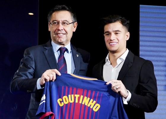 """Barca đã """"đốt"""" quá nhiều tiền vào chuyển nhượng, Coutinho là một trong số đó. Ảnh: Getty Images"""