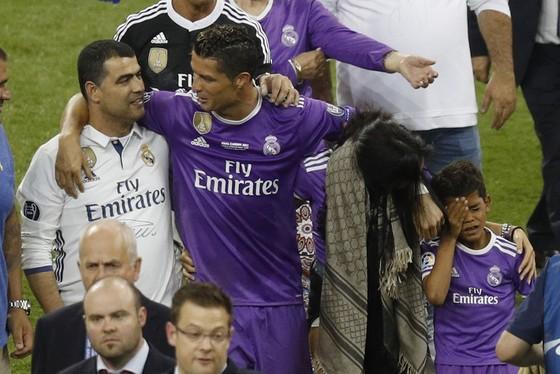 Hồ sơ Cristiano Ronaldo: Từ bào thai suýt bị phá bỏ đến cầu thủ số một thế giới ảnh 2