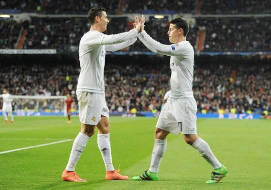 James (phải) hiểu rõ sự lợi hại của Ronaldo trong khâu ghi bàn. Ảnh: Getty Images.