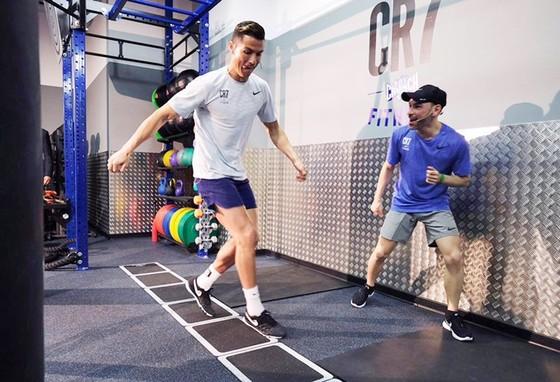 Lộ phương pháp chữa trị chấn thương đặc biệt của Ronaldo ảnh 1