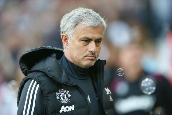 """HLV Jose Mourinho luôn """"thủ sẵn"""" những chỉ trích cầu thủ sau một màn trình diễn thất vọng. Ảnh: Getty Images"""