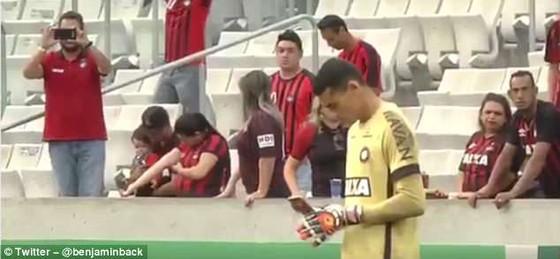 Chuyện của sao ngày 15-5: Dani Alves bật khóc nức nở vì không được dự World Cup ảnh 2