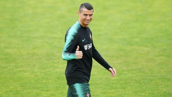 Ronaldo hội quân cùng tuyển Bồ Đào Nha. Ảnh Marca.