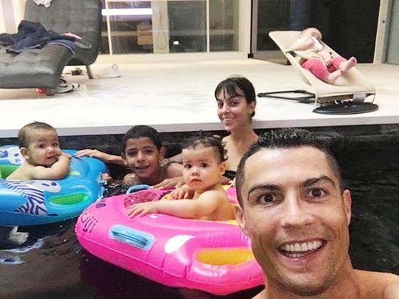 Ronaldo tổ chức sinh nhật cho hai con. Ảnh Facebook nhân vật.