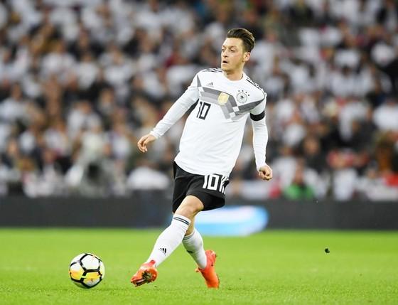 Oezil đang là vấn đề của tuyển Đức. Ảnh: Getty Images
