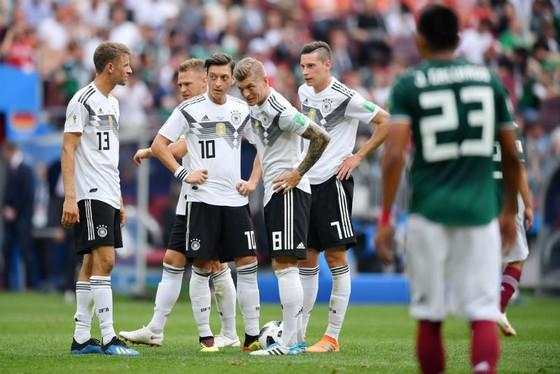 Cầu thủ Đức cũng cho thấy tâm lý không tốt sau khi nhận bàn thua. Ảnh: Getty Images