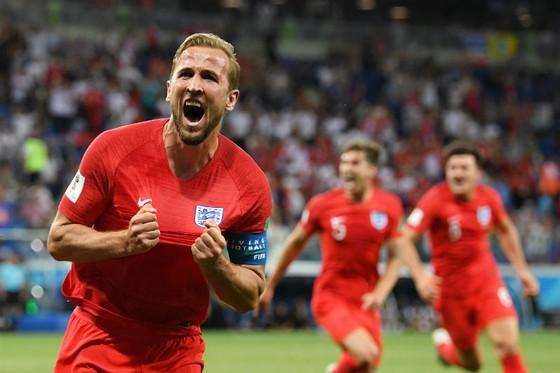 Harry Kane ăn mừng sau cú đúp vào lưới Tunisia. Ảnh: Getty Images