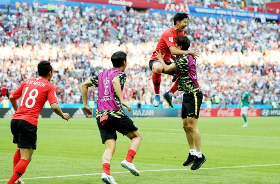 Hàn Quốc - Đức 2-0: Đùa với lửa, người Đức cúi đầu rời giải ảnh 1