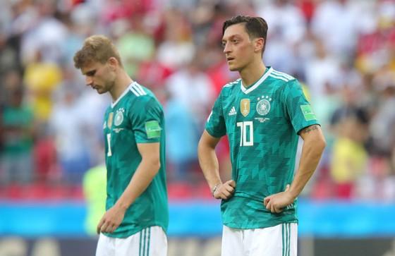 Cầu thủ Đức cúi đầu trong thất vọng. Ảnh: Getty Images