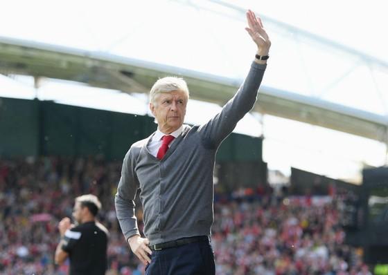 Arsene Wenger tiếp tục bày tỏ hối hận vì đã gắn bó quá lâu với Arsenal. Ảnh: Getty Images