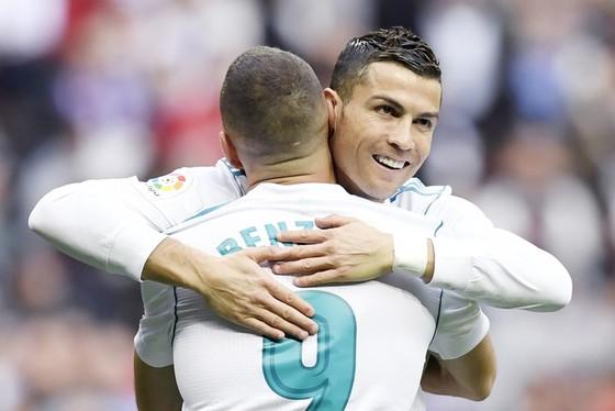 Không còn Ronaldo và Zidane, tương lai Benzema bấp bênh ảnh 1