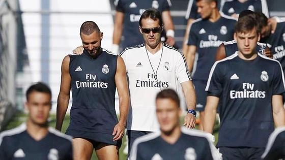 Benzema đang nhận được sự ủng hộ từ HLV Lopetegui nên rất khó ra đi. Ảnh AS