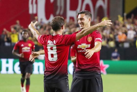 Matteo Darmian (phải) đang cùng Man.United đá giao hữu tại Mỹ. Ảnh: Getty Images