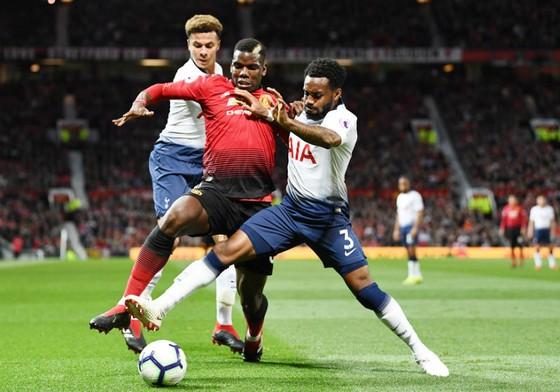 """Giống thầy, Pogba cũng """"ngơ ngác"""" vì thua Tottenham ảnh 1"""