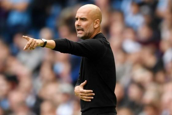 HLV Pep Guardiola không hài lòng về màn trình diễn trước Fulham. Ảnh: Getty Images