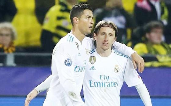 """Nội bộ Real """"chia đôi"""" vì Ronaldo và Modric ảnh 1"""