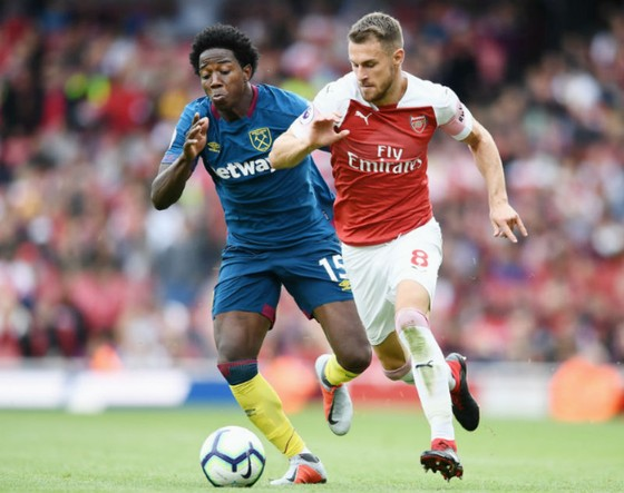 Không được Arsenal tôn trọng, Ramsey cũng cạn tình? ảnh 1