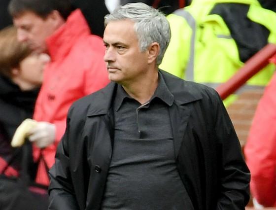 """HLV Jose Mourinho vẫn không """"nao núng"""" trong cách hành xử của mình. Ảnh: Getty Images"""