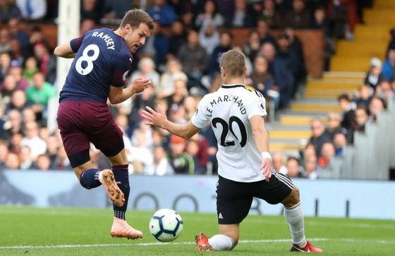 Fulham - Arsenal 1-5: Pháo thủ nổ vang đổi vận derby London ảnh 1