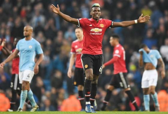 Paul Pogba mừng chiến thắng ở mùa qua, nhưng anh có nguy cơ là mất mát lớn của Man.United vào Chủ nhật này. Ảnh: Getty Images