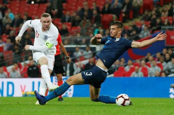 Wayne Rooney và những cú sút cuối cùng trong sự nghiệp tuyển Anh. Ảnh: Reuters
