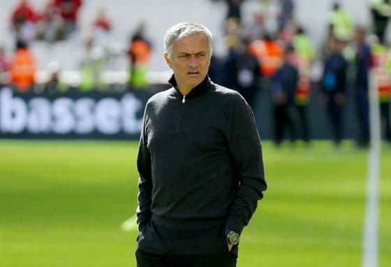 Jose Mourinho thừa nhận cầu thủ chịu áp lực khi chơi trên sân nhà. Ảnh: Getty Images