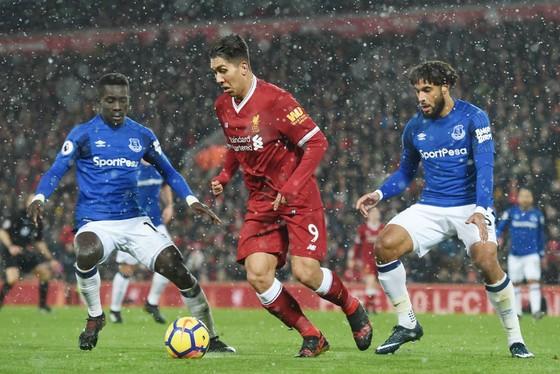 Klopp bảo vệ hàng tiền vệ Liverpool ảnh 1