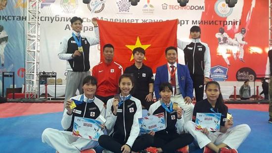VĐV tuyển taekwondo Việt Nam trong ngày bế mạc tại Kazahstan. Nguồn: THÀNH VŨ