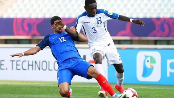 Honduras (phải) từng gây ra rất nhiều khó khăn cho Pháp. Ảnh: T.L