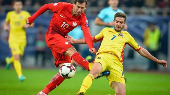 Ba Lan (trái) đang muốn nới rộng khoảng cách lên các đối thủ bám đuổi.